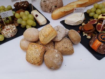 Kaasschotel garni + broodjes
